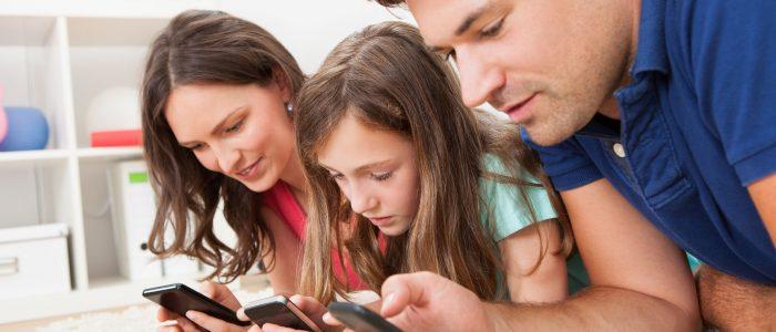 Studio smartphone giovani
