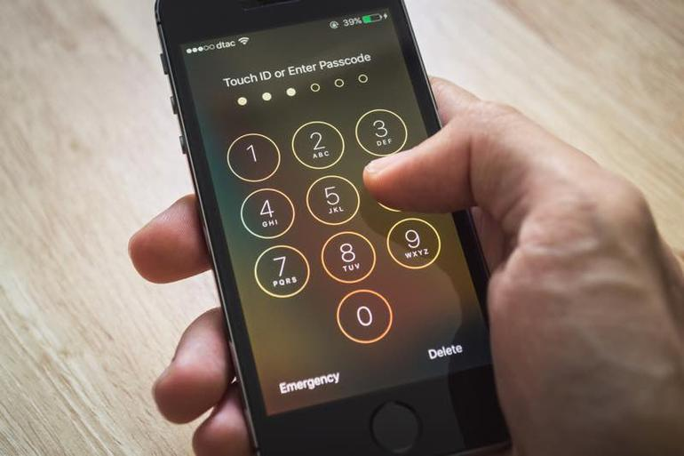 iPhone codice alfanumerico